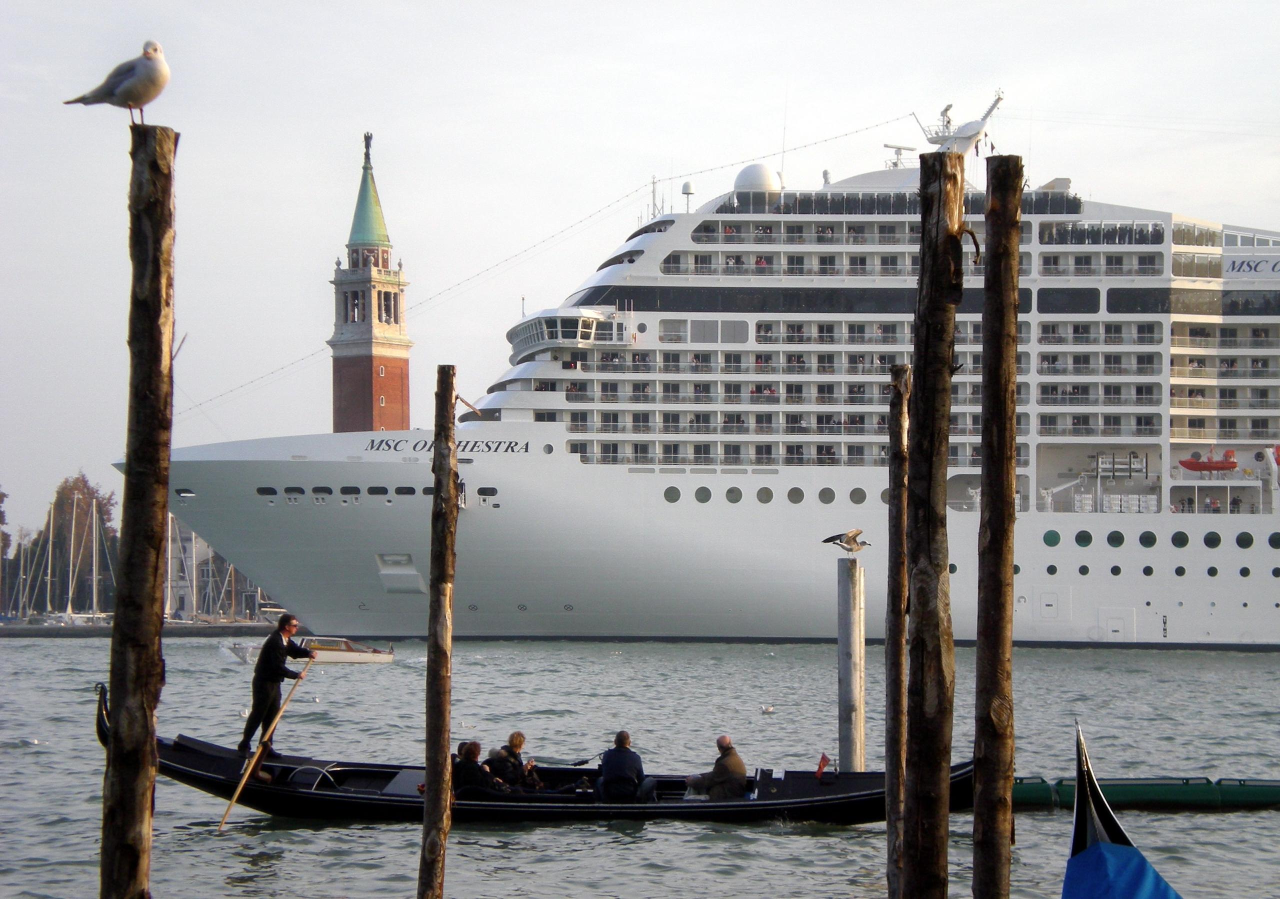 crucero turismo masivo