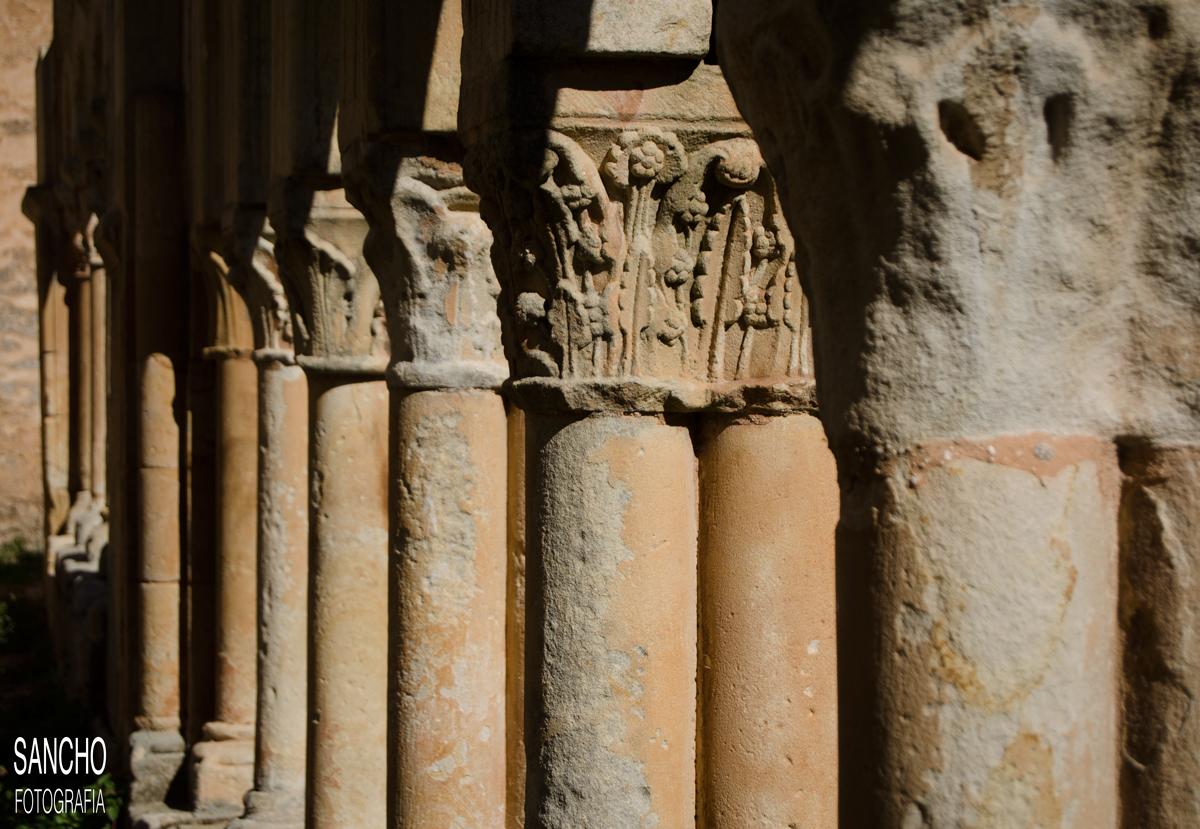 columnas capitel claustro