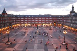 1280px-Plaza_Mayor_de_Madrid_06