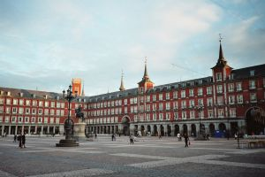 1280px-Plaza_Mayor,_Madrid