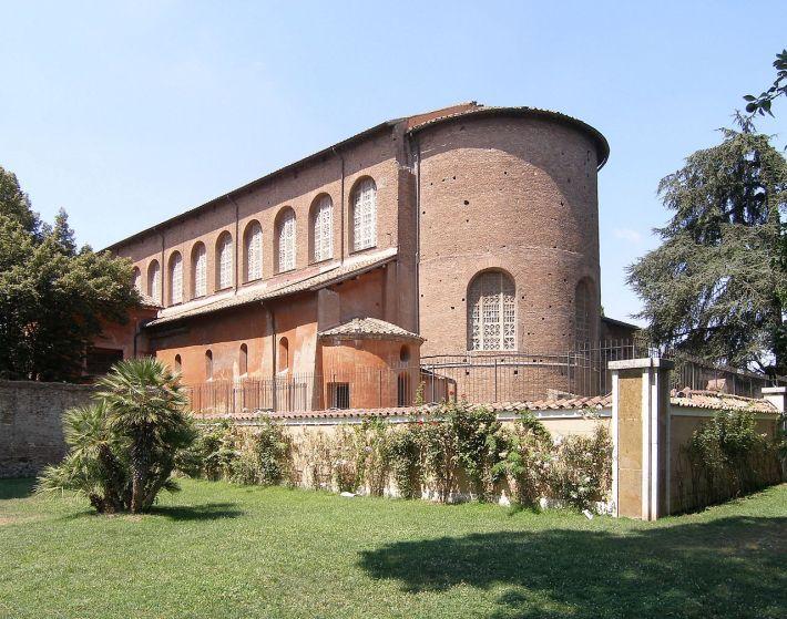 1280px-Rom,_Basilika_Santa_Sabina,_Außenansicht