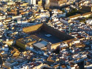 Plaza_de_la_Corredera_desde_el_aire_(Córdoba,_España)